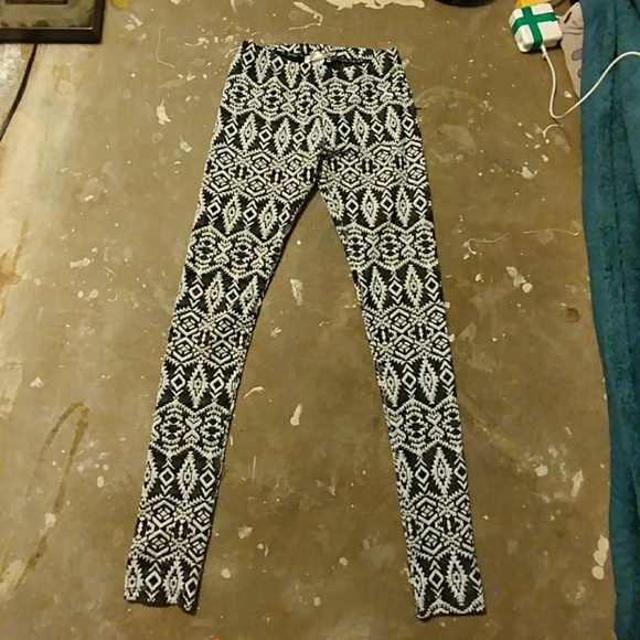 a'gaci Pants - Black and white patterned leggings